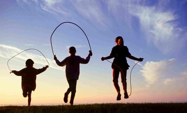 بازی خیابانی طناب بازی