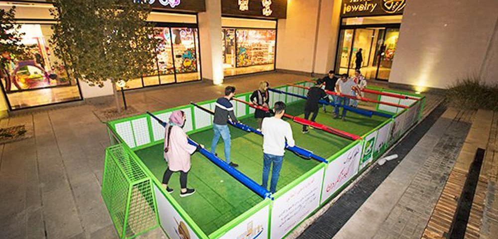 فوتبال دستی انسانی در شهر بازی بام لند