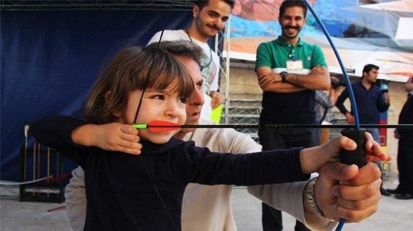 تیراندازی با کمان و تفنگ تپانچه در مجموعه پردیسان تهران