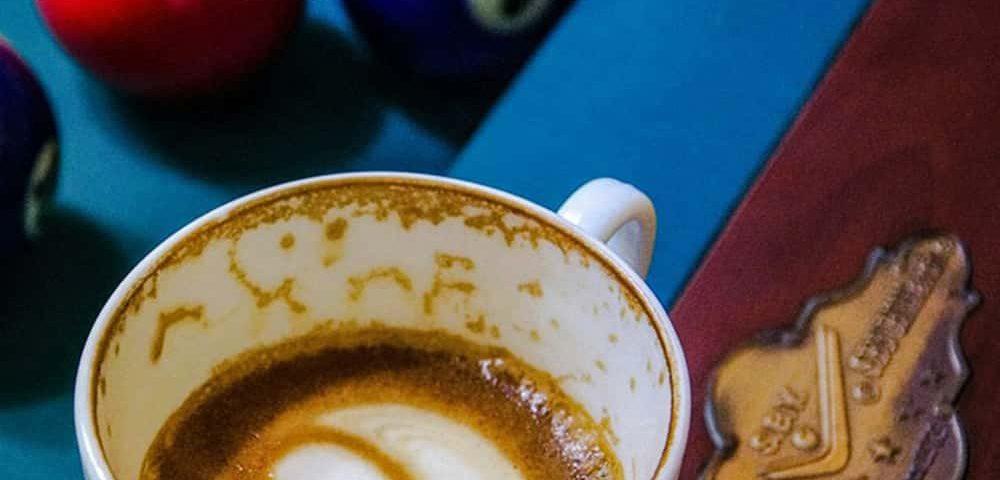 بیلیارد و قهوه در کافه بیلیارد مشهد