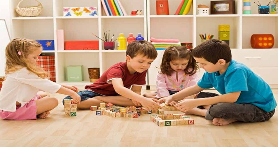 بازی کودکانه در منزل